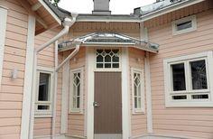 Puutalo tunnelmaa jo 1890 -luvulta, kaunis porstua - This wooden house is from the 1890s