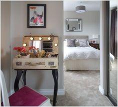 20 Makeup Vanity Table Design Ideas To Beautify Your Mornings Diy Makeup Vanity Table, Diy Vanity Mirror, Ikea Bookcase, Diy Home, Home Decor, Diy Casa, Ideas Prácticas, Vanity Design, Vintage Suitcases