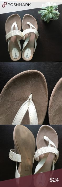 ⭐️Moving Sale!⭐️Giani Bernini White Suede Sandals Great condition, only worn a couple times, as you can tell from the photos. Really soft suede inside, stylish cross braiding. I can't find a size, but they're about a 7-7.5.✨Smoke and Pet Free Home✨ Bundle and Save!✨ Make and Offer!✨ ⭐️Moving Sale!⭐️ Make sure to check out my 💝FREE with Bundle Items!💝 Giani Bernini Shoes Sandals