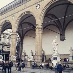 #미술 #세계사 서적에서나 볼 수 있었던 #박물관 에 돈을 내고 봐야하는... 석상들이 시내 거리에 시민들과 자연스레... 부럽다!