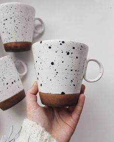 Pottery mugs, ceramic plates, and other dinnerware. by EnjoyYourHomeStore - Pot. - Pottery mugs, ceramic plates, and other dinnerware. by EnjoyYourHomeStore – Pottery mug made by @ - Pottery Mugs, Ceramic Pottery, Pottery Art, Painted Pottery, Pottery Painting Designs, Pottery Designs, Pottery Painting Ideas Easy, Ceramic Painting, Ceramic Art
