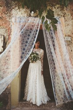 Inspired by the rustic countryside and the romance of a community-focused lifestyle, Rachel and Manu's Southern Italian wedding took us a step back in time.