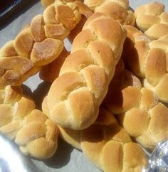ΜΑΓΕΙΡΙΚΗ ΚΑΙ ΣΥΝΤΑΓΕΣ 2: Κουλουράκια σαν τσουρεκάκια !!!! Greek Recipes, Hot Dog Buns, Biscotti, Snack Recipes, Food And Drink, Chips, Sweets, Cooking, Cravings