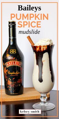 Pumpkin Spike Mudslides made with Baileys Pumpkin Spice Liqueur. Pumpkin Spike Mudslides made with Baileys Pumpkin Spice Liqueur. Baileys Drinks, Baileys Recipes, Liquor Drinks, Cocktail Drinks, Alcoholic Drinks, Cocktails, Bourbon Drinks, Baileys Milkshake, Coffee Drinks