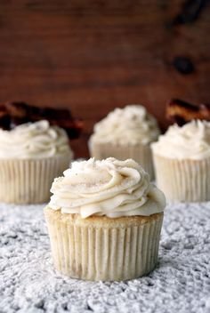 French Toast Cupcakes with Maple Buttercream Frosting and Chocolate-Dipped Bacon to be exact. These are the cupcakes that I made for Fab...