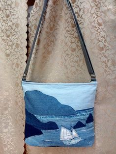 Petite Fashion Tips .Petite Fashion Tips Patchwork Bags, Quilted Bag, Diy Sac, Denim Handbags, Mode Jeans, Denim Purse, Denim Crafts, Recycle Jeans, Recycled Denim