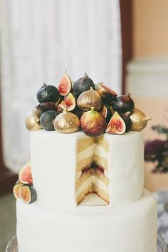 Fig wedding cake  | Onelove Photography | see more on:  http://burnettsboards.com/2014/03/fig-gold-wedding-coolest-bar/