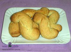 Questi biscotti caserecci sono davvero ottimi per inzupparli nel latte. Sono gustosi, profumati e, rispetto ad altri biscotti, contengono pochi zuccheri....