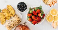 Frühaufsteher & Frühstücksmuffel aufgepasst! Mit unseren Tipps & Tricks für ein ausgewogenes & leckeres Frühstück seid ihr selbst für lange Radtouren bestens vorbereitet. Müsli ist ein echter Dauerbrenner! Milch oder Jogurt liefern Proteine, Nüsse oder Kerne wertvolle Fette & in frischen oder getrockneten Früchten verstecken sich  Vitamine. Wer es lieber herzhaft mag, greift am besten zu Vollkornbrot mit zuckerfreien Aufstrichen. Was darf auf eurem Frühstückstisch auf keinen Fall fehlen? Protein, Tricks, Strawberry, Fruit, Food, Brown Bread, Milk, Fat, Bike Rides