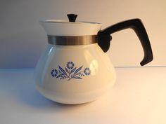 Corning Ware Blue Cornflower 6 cup teapot lid Vintage by TresTresInteressant on Etsy Pyrex, Teapot, Kettle, 1970s, King, Unique Jewelry, Blue, Etsy, Vintage