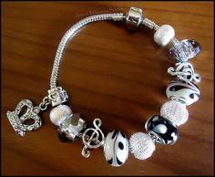 Charmories Bracelets Pandora's Style. €22.00, via Etsy Black & White!