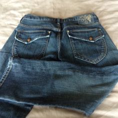 Gold sign cropped Jeans Never worn no tags, Goldsign cropped  jeans size 27. Goldsign Jeans Ankle & Cropped