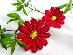 Brosche rote Gerbera. 2 in 1 Set. Textile Kunst Filz von SvitLoShop