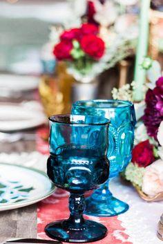 vintage-bohemian-wedding-blue-cups