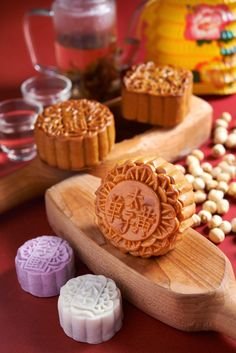 Prince Hotel & Residence Kuala Lumpur welcomes the celestial mid-autumn festival with a variety of mooncakes from the classic baked selections and mini snow Chinese Moon Cake, Cake Festival, Bean Cakes, Mid Autumn, Food Decoration, Cafe Food, Dessert Drinks, Vegan Baking, Confectionery