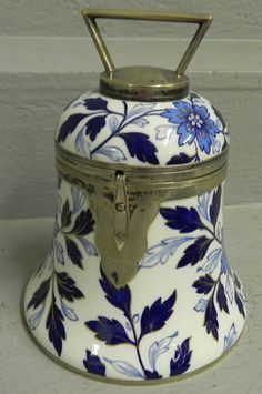 Blue and white porcelain biscuit jar.