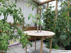 Platsbyggd soffa på altanen - Hemma hos Pysselvix Outdoor Tables, Outdoor Decor, Villa, Camping, Outdoor Furniture, Table Decorations, Home Decor, Pictures, Campsite