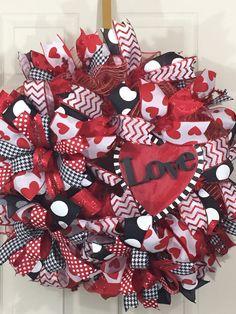 Valentine's Day wreath, front door wreath, best door wreath, red and black wreath, red heart, Love by GloriasDecoratedDoor on Etsy
