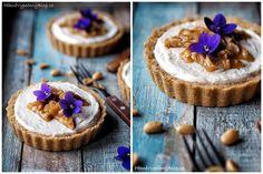Nepečené tartaletky s arašídovým máslem Cake Pops, Camembert Cheese, Cheesecake, Food And Drink, Pie, Cupcakes, Cooking, Sweet, Recipes