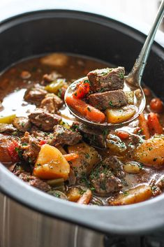 slow cooker recipes A hearty slow cooker beef stew with fall-apart, tender chuck roast, potatoes and carrots. A comforting, warm meal perfect for the cold weather. Slow Cook Beef Stew, Hearty Beef Stew, Slow Cooked Beef, Healthy Crockpot Recipes, Slow Cooker Recipes, Beef Recipes, Soup Recipes, Fast Recipes, Crockpot Meals