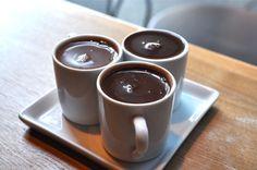 Pudra organică din boabe de cacao, prespectiv, pudra integrală de cacao, din care nu au fost extrase grăsimile, este mai bogată în antioxidanţi decât vinul roşu sau ceaiul verde.