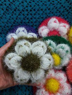머리핀의 모든 수세미 도안 문의는 안부글에 남겨주시면 너무나 감사하지요~ 하지만 번거롭다 생각되시는분... Crochet Home, Crochet Flowers, Diy And Crafts, Crochet Earrings, Blanket, Knitting, Blog, Yarns, Tejidos