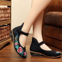 Pin on Shoes Pin on Shoes Cute Shoes, On Shoes, Shoe Boots, Shoes Sandals, Casual Sneakers, Casual Shoes, Neoprene, Buy Shoes Online, Studded Heels