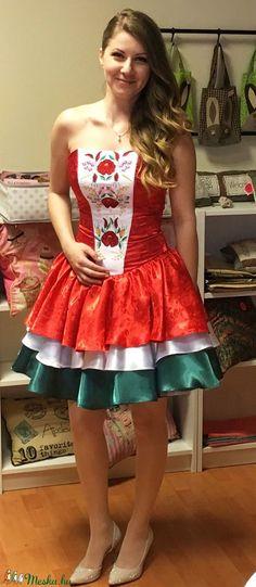 Magyaros menyecske ruha (Olorka) - Meska.hu Strapless Dress, Gardening, Dresses, Fashion, Strapless Gown, Vestidos, Moda, Fashion Styles, Lawn And Garden