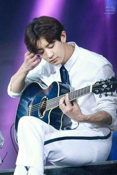 Love the photos of Chanyeol playing guitar❤️ Kaisoo, Exo Ot12, Luhan And Kris, Kris Wu, Baekhyun Chanyeol, K Pop, Rapper, Z Cam, Kim Minseok
