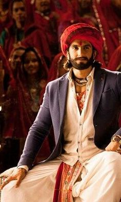 Ranverr Singh in Ram Leela! love the look! Deepika Ranveer, Ranveer Singh, Deepika Padukone, Bae, Bollywood Stars, Bollywood Celebrities, Gentleman Style, Celebrity Crush, Costume