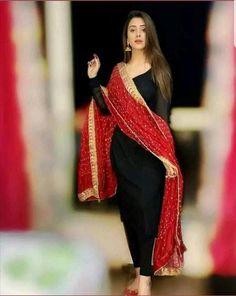 Pakistani Fashion Casual, Pakistani Dresses Casual, Pakistani Dress Design, Indian Fashion, Punjabi Fashion, Pakistani Bridal, Designer Party Wear Dresses, Kurti Designs Party Wear, Indian Designer Outfits