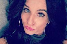 """Mulher diz que sofreu bullying por usar vestido considerado """"curto demais"""" em casamento"""