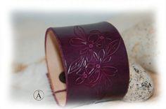 bracelet cuir pour femme violet fleur fait main par ALeatherCC