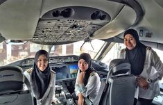 Royal Brunei Airlines' first all-female pilot crew lands plane in Saudi Arabia - where women are not allowed to drive. Royal Brunei Airlines' first all-female pilot crew lands plane in Saudi Arabia - where women are not allowed to drive Jeddah, Royal Brunei Airlines, Islam Women, Pilot Training, Boeing 787 Dreamliner, Female Pilot, Thinking Day, We Are The World, Flight Deck