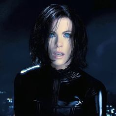 Make your own homemade Selene costume from Underworld. Played by Kate Beckinsale this is a great halloween costume as she is a vampire or a fancy dress Underworld Vampire, Underworld Selene, Underworld Movies, Underworld Werewolf, Underworld Kate Beckinsale, Female Vampire, Vampire Girls, Vampires And Werewolves, Hot Vampires