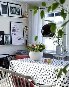 """Jennys heminredning on Instagram: """"Tulpaner alltså! En favorit hos mig 🙂 Blir nog till att köpa hem ett gäng. Har du någon favoritblomma?  #köksbord #köksinredning #tulpaner…"""" Interiordesign, Diy Desk, Let Them Eat Cake, Kitchen Ideas, Home Decor, Instagram, Decoration Home, Room Decor, Home Interior Design"""