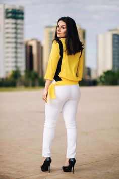 Look do dia: Camisa amarela e preta com calça branca