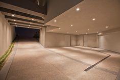 Modern Las Vegas Home - Underground Parking Underground Garage, Underground Homes, Garage Design, House Design, Modern Villa Design, Ultimate Garage, Las Vegas Homes, Garage Lighting, Garage House
