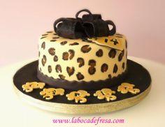 La Boca de Fresa: En Castellon, tartas decoradas en fondant, galletas temáticas, cupcakes...: Tarta de leopardo
