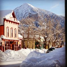 Town is looking snowy. #snowbanks #crestedbutte #elkave #charming Photo: Chris Segal