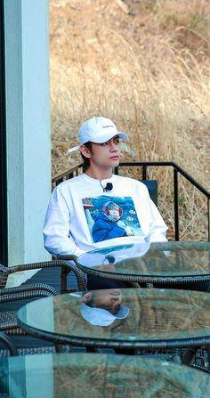 Imagine if he is your husband💜💜 Daegu, Bts Taehyung, Taekook, Boy Band, V Bts Cute, V Bts Wallpaper, Donia, Zodiac Capricorn, Bulletproof Boy Scouts