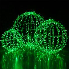 Mix red and green light balls in the yard at Christmas time.