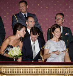 La familia real de Dinamarca, una noche en el teatro