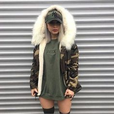 Fall look with camo print jacket and oversized tshirt.