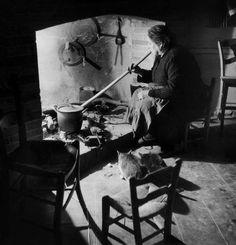 Al posto della stufa c'era il focolare, si cucinava con le pentole col manico rotondo appese alla catena.