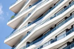 The team created a 17-storey, white, rectangular tower that is wrapped with irregularly shaped terraces that give the building a sculptural appearance. Event Room, Apartment Floor Plans, Tower Design, Urban Park, Storey Homes, Pent House, A 17, Outdoor Pool, Nice View