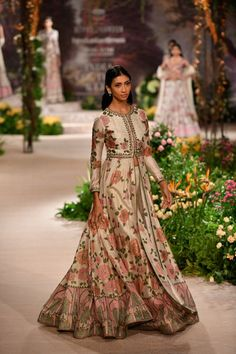 From Concept Sarees to Perky Lehengas: Our Favorites from India Couture Week 2018 - Putting forward some of the most awe-inspiring bridal couture creations by India's top-notch desi - Indian Wedding Outfits, Pakistani Outfits, Indian Outfits, India Fashion, Asian Fashion, Look 2018, Indian Gowns Dresses, Indian Look, Lehenga Designs