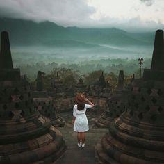 An amazing architecture of Borobudur Temple, Yogyakarta, Indonesia Photo by: IG Amazing Architecture, Architecture Design, Borobudur Temple, Vacation Photo, Bagan, Green Nature, Girl Photography, Adventure Travel, Travel Destinations