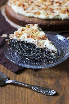 Mohnkuchen mit Milchmädchencreme     Innen saftig, außen kremig und knackig! Heute gibt es einen Mohnkuchen der besonderen Art - mit...                                                                                                                                                                                 Mehr