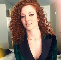 Re-create Jess Glynne's Curls at the Grammys - Leonor Greyl USA Curly Hair Styles, Natural Hair Styles, Natural Curls, Jess Glynne, Gal Gabot, Ghd Hair, Red Hair Woman, Girls With Red Hair, Ginger Girls
